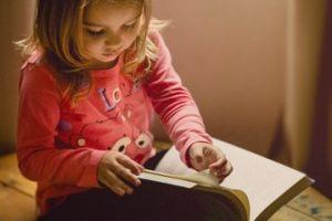 tutor student reading